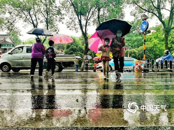 湖南今天永州郴州等地仍有大到暴雨 明后天炎热回归最高温达34℃