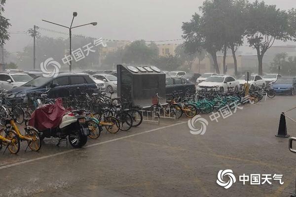 北京遭遇雷雨冰雹 雷阵雨或持续至21时
