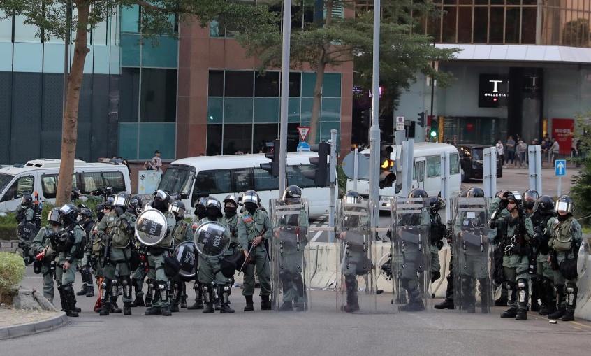 香港警方拘捕至少120名暴徒 特区政府:支持果断执法