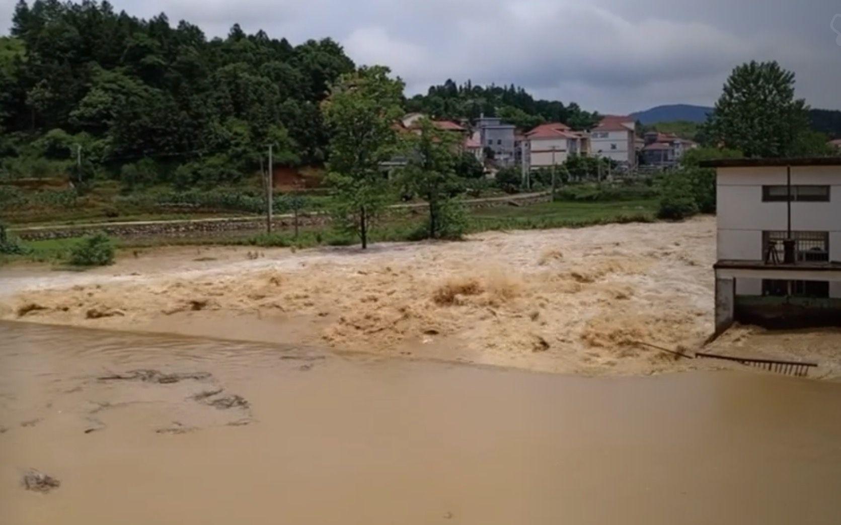 江西萍乡暴雨过后 农户更担心后续水果销路