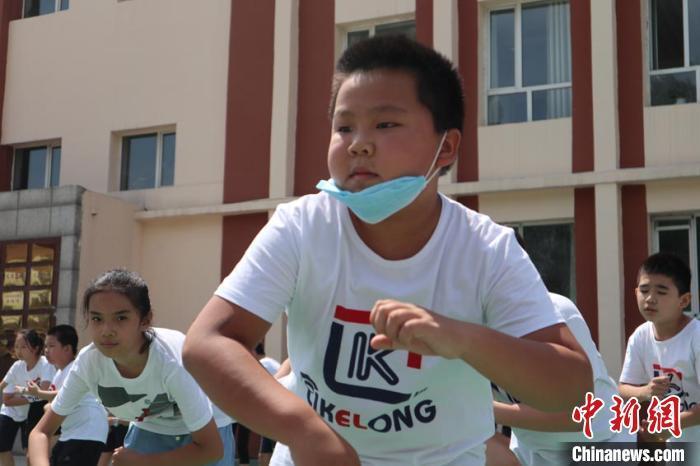 """疫散后吉林市小学课间操""""重启"""":燃烧我们的卡路里"""