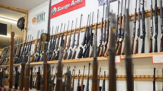 美国疫情爆发五个月来枪支销售激增1730万