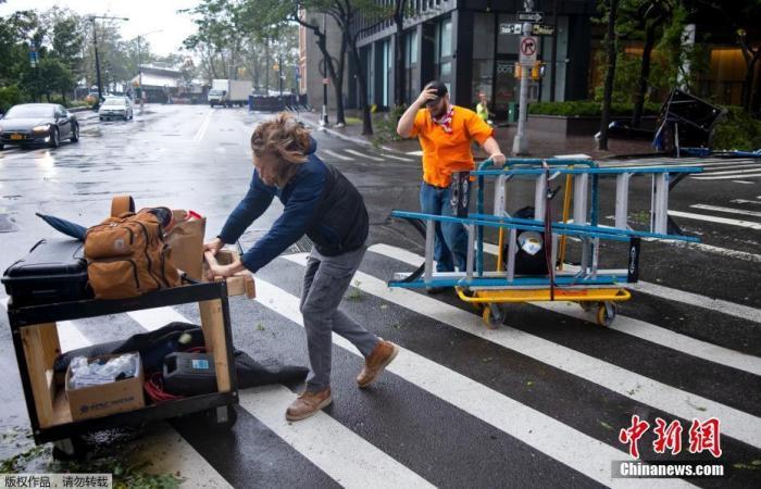 """""""伊萨亚斯""""挟狂风暴雨袭纽约等地 至少5人死亡"""