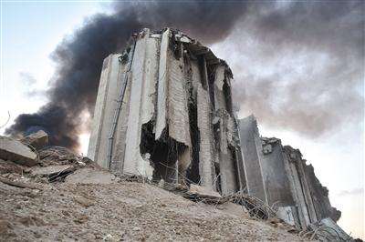 """贝鲁特爆炸:汽车平地被掀""""飞""""到三层楼高"""