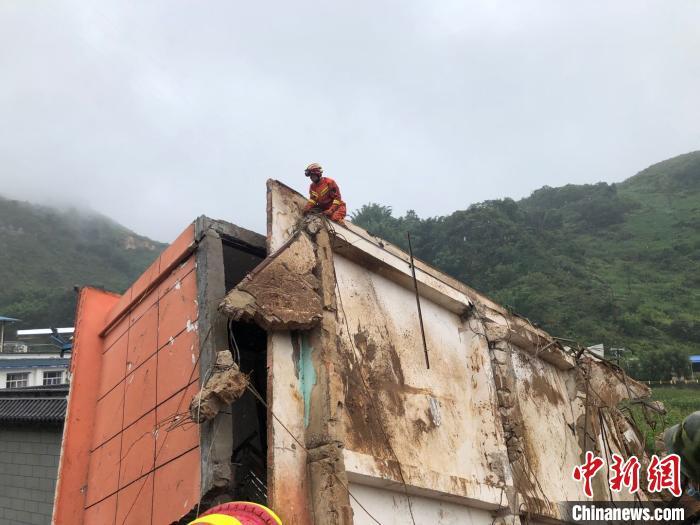 云南镇康山体滑坡已致3人遇难 仍有2人失联