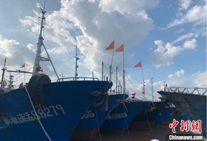 """""""美莎克""""加强为台风 浙江台州3726艘渔船陆续进港避风"""