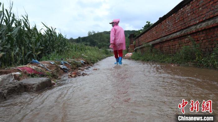 """""""美莎克""""过后的吉林村庄:抓紧修整应对台风""""海神"""""""
