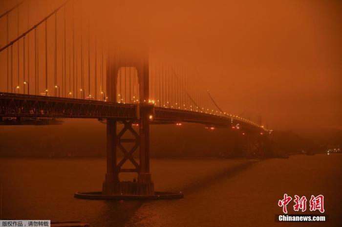 美国山火肆虐已致33人死 洛杉矶遇26年来最严重雾霾