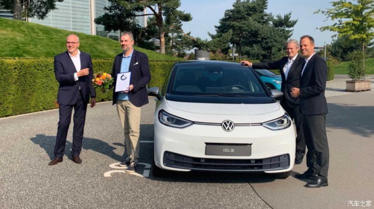 全球首辆 大众汽车正式交付ID.3电动车