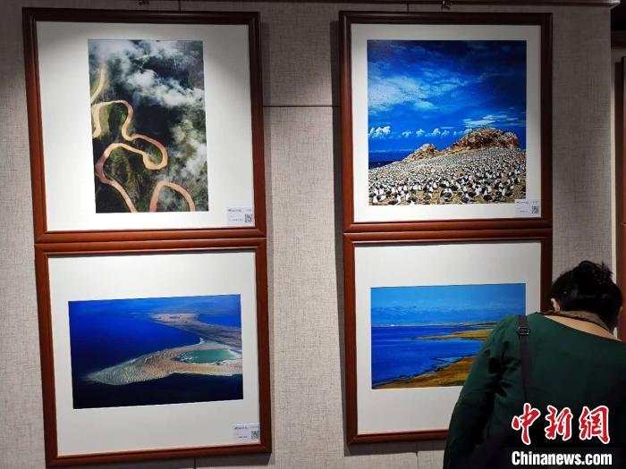"""""""大美青海·一江清水向东流""""摄影巡回展在安徽举行"""