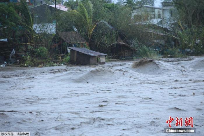 """台风""""天鹅""""袭菲已致至少16死 菲总统将视察灾区"""