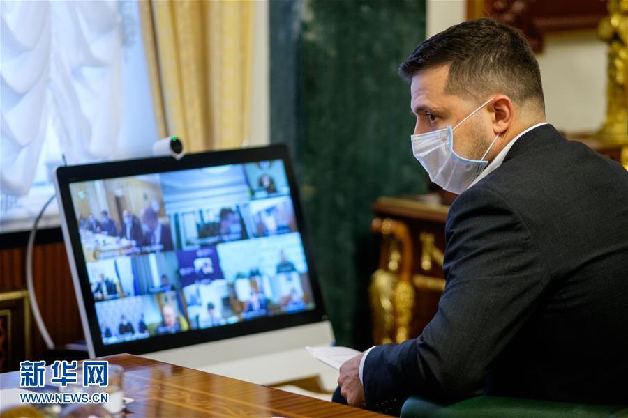 乌克兰总统泽连斯基新冠病毒检测结果呈阳性(图) 乌克兰总统泽连斯基举止怪异