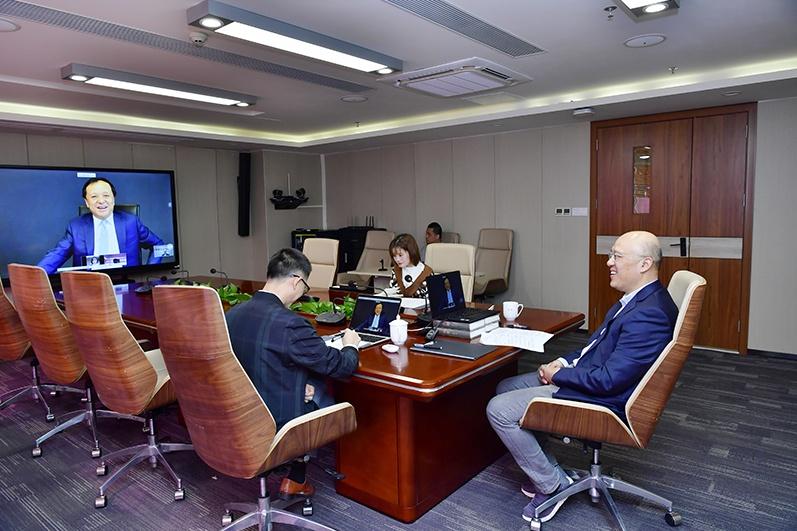 每一次改革都像拔牙—— 《证券时报》社长兼总编辑何伟与HKEx集团首席执行官李小嘉会谈