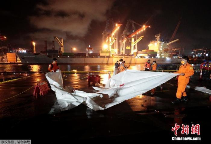 印尼发现失事客机机身残骸 检测到疑似黑匣子信号