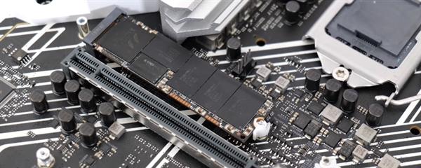 华硕Z590主板创举:装M.2 SSD告别拧螺丝