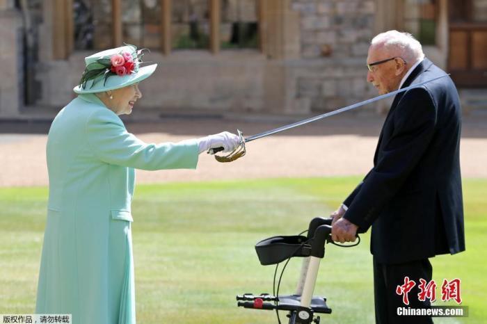 英国抗疫募款百岁老兵感染新冠病逝 首相府降半旗