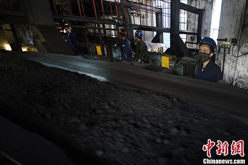 截至去年底,2+26城市和汾渭平原累计完成2500万户散煤替代