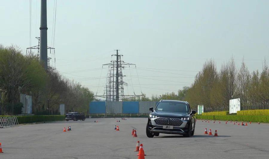 75km/h通过麋鹿测试 又快又稳 WEY摩卡性能测试