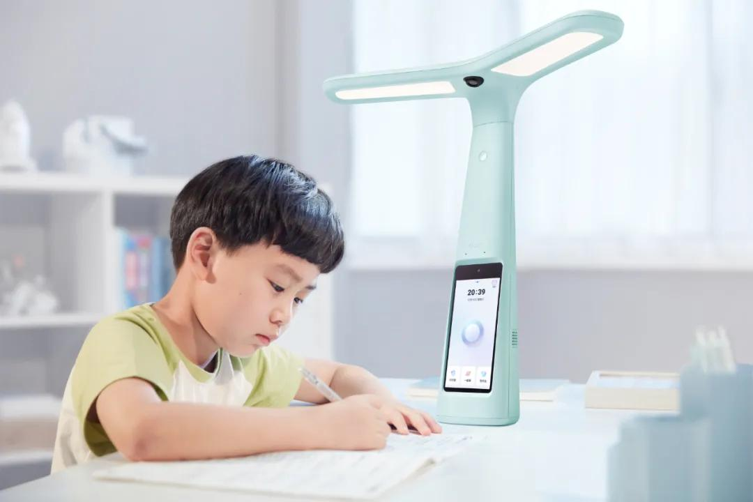 大力教育加码智能创新,引领智能作业灯品类新赛道