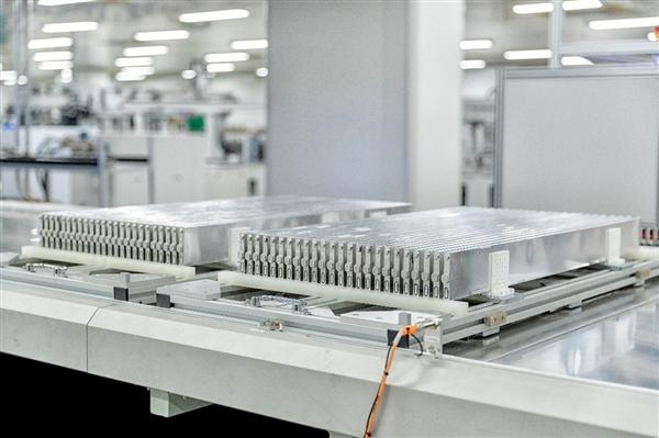 """比亚迪启动二期动力电池生产基地 新增6条""""刀片电池""""生产线"""