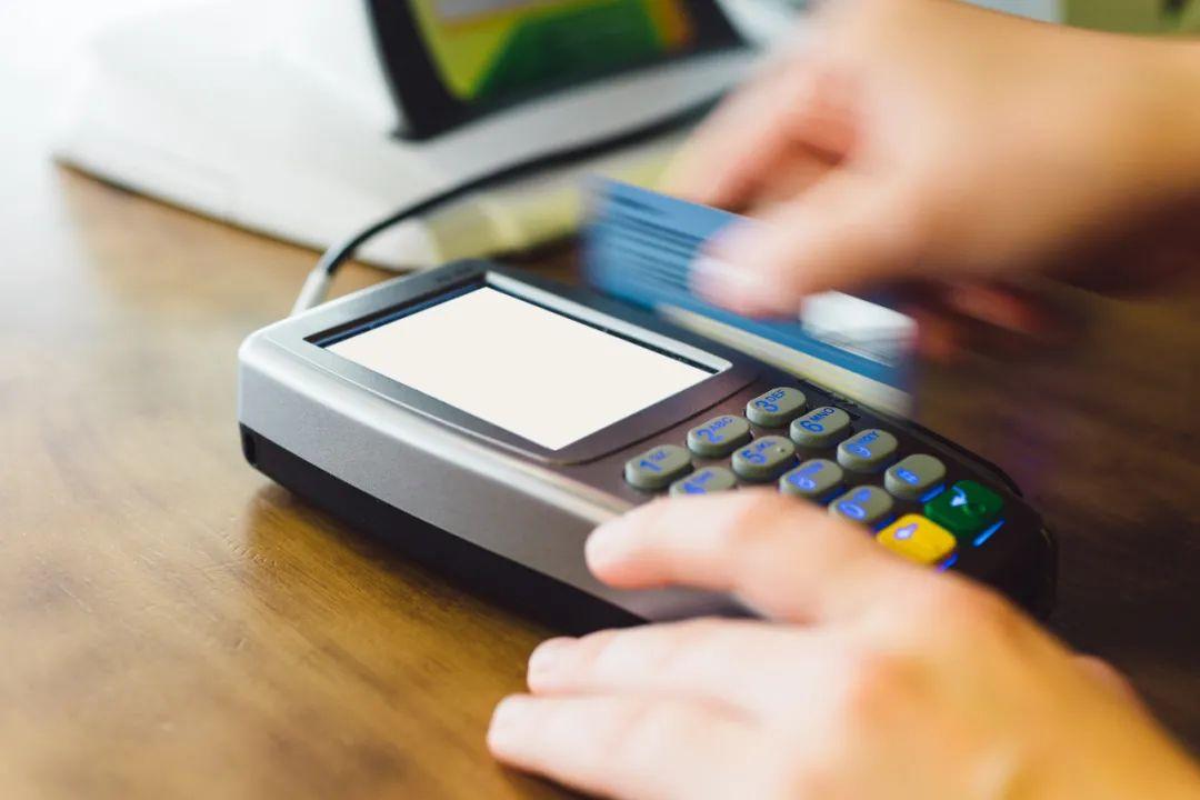 义乌商户银行卡频遭各地公安冻结:过度执法还是必要之举?