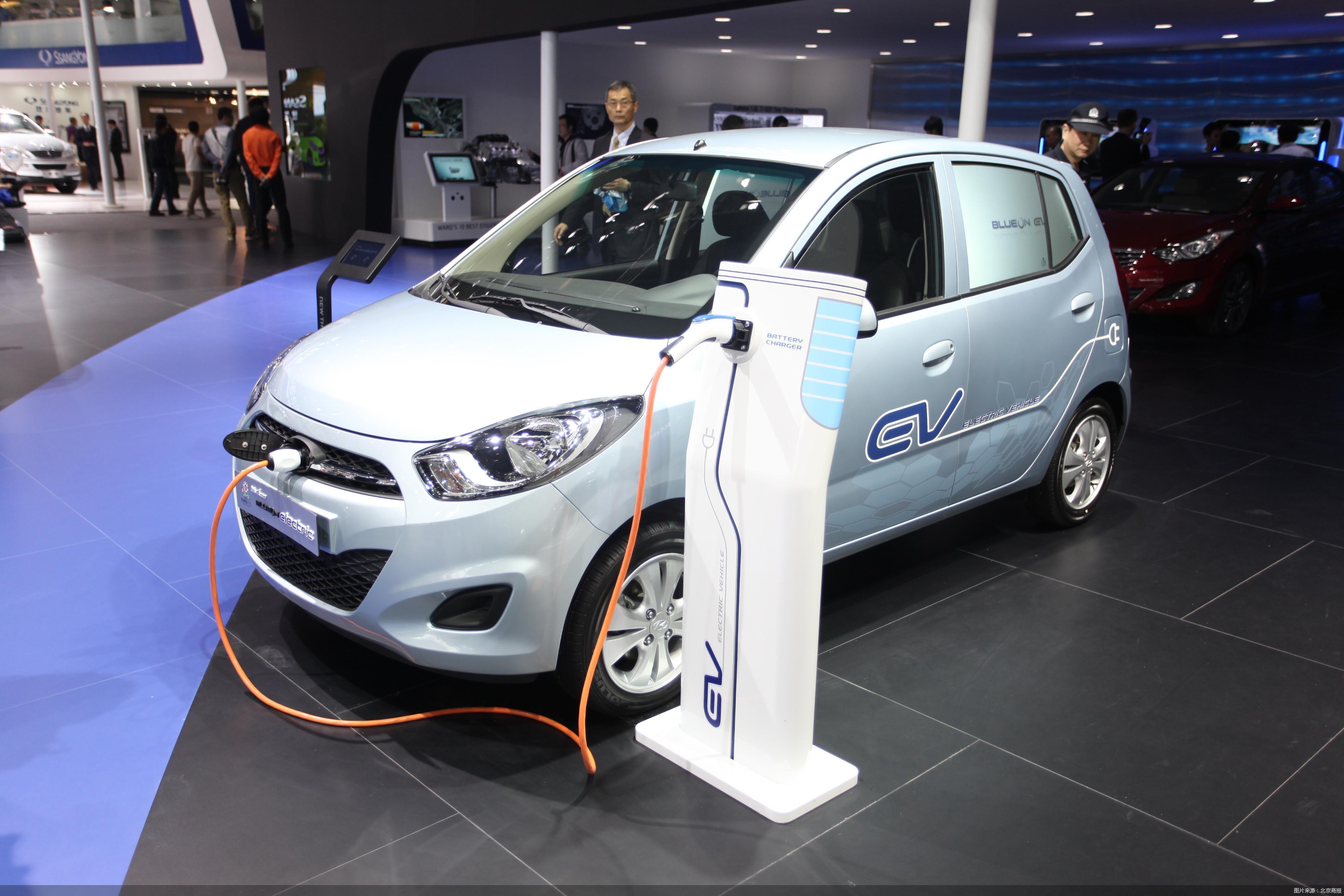 """今年新能源车销量预计将超200万 """"缺芯""""仍是后顾之忧?"""