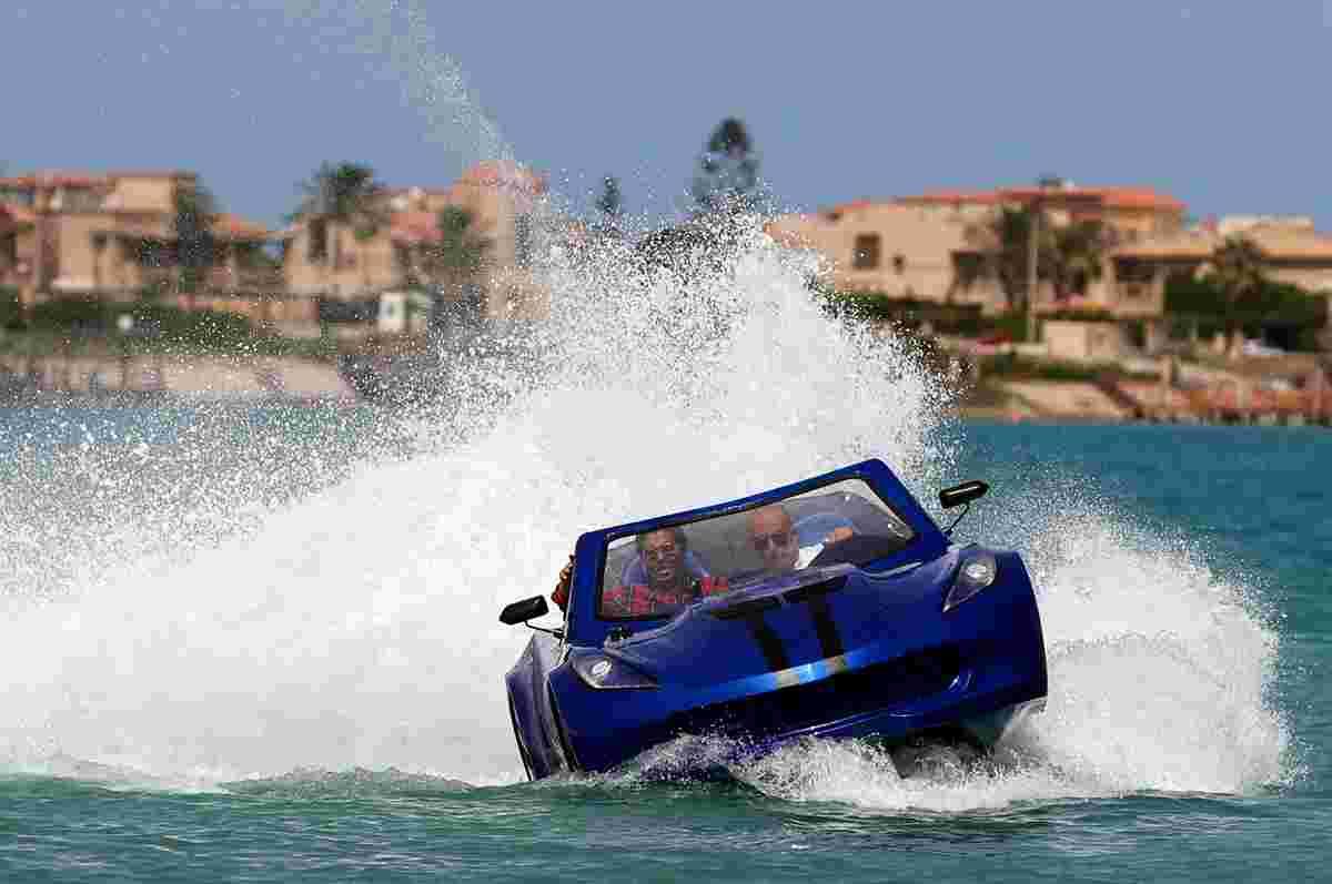 """国外一男子发明""""水上跑车"""":驰骋海面乘风破浪"""