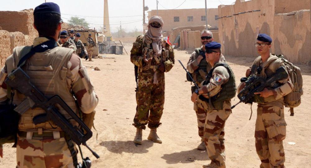 法国军队在非洲反恐遭汽车炸弹袭击多人受伤,法军总参谋部证实