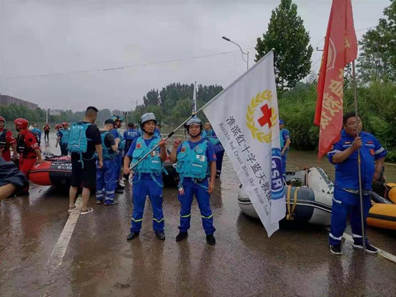河南淮滨:大爱无疆驰援郑州 5人救出213名受困群众
