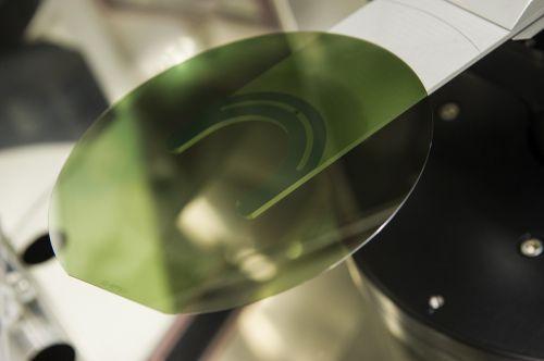 意法半导体制造首批200mm碳化硅晶圆