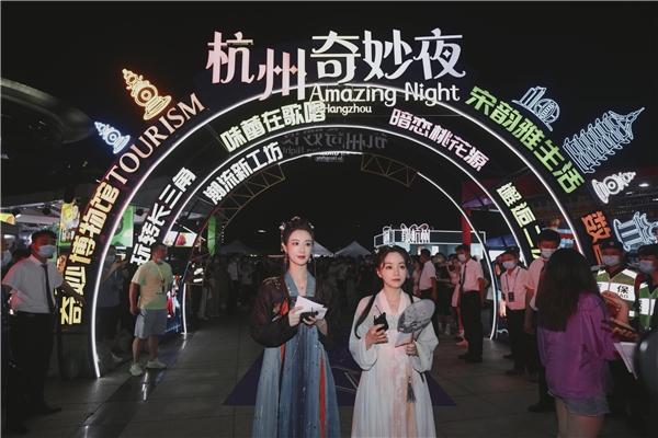 杭州奇妙夜薇娅、丁真直播连线,推荐杭州、甘孜理塘美景好物!