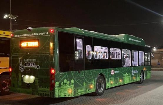 比亚迪电动大巴驶入巴基斯坦绿色出走见证中巴友谊