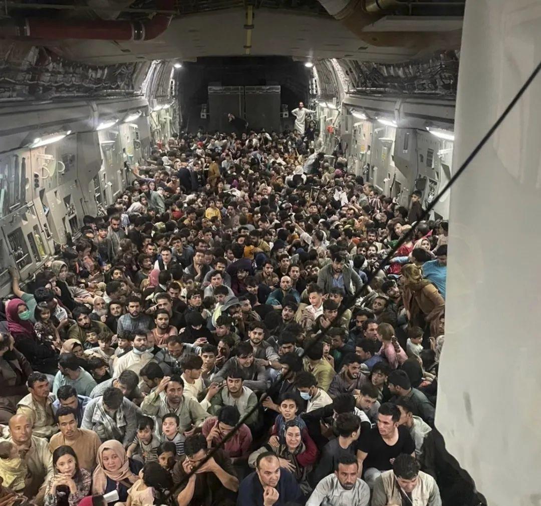 韩大使蹭美军机撤离喀布尔:机场惨不忍睹,登机时美国人优先