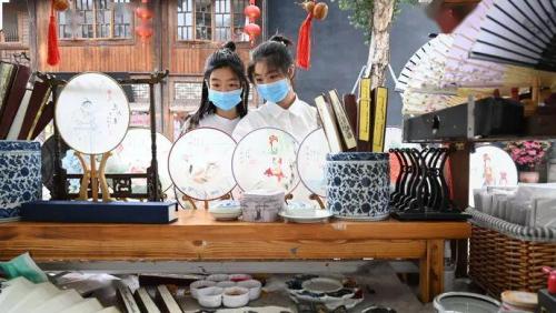 """2021中国旅游业""""向内转"""" 陈欧的共享充电宝提早布局""""游""""业态"""