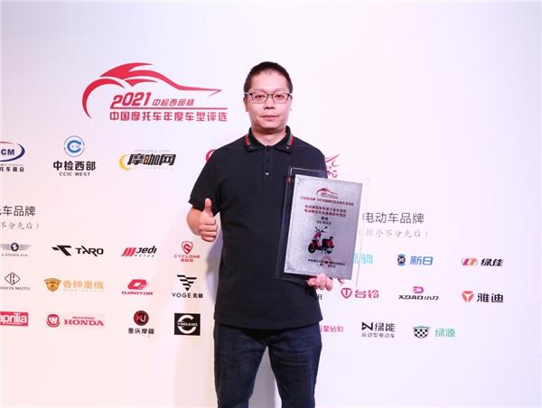实至名归!雅迪G5 MAX荣获年度十佳车型和年度推荐车型双奖