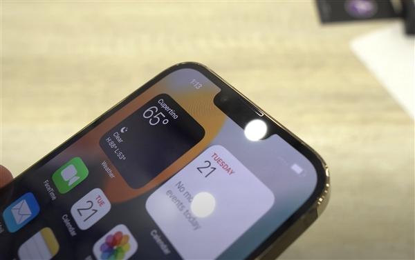 要被罚款了!iPhone 13 Pro Max被老外提前激活:真机刘海更窄
