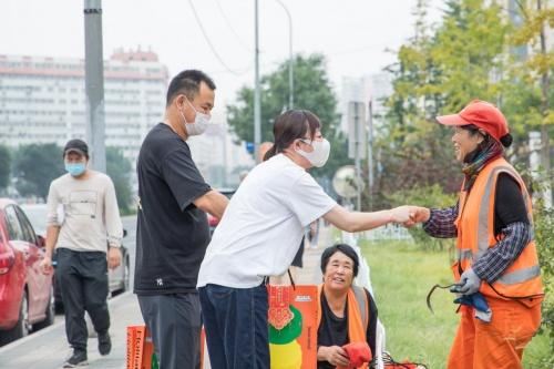 痘博士科技有限公司中秋节前夕慰问一线工作者