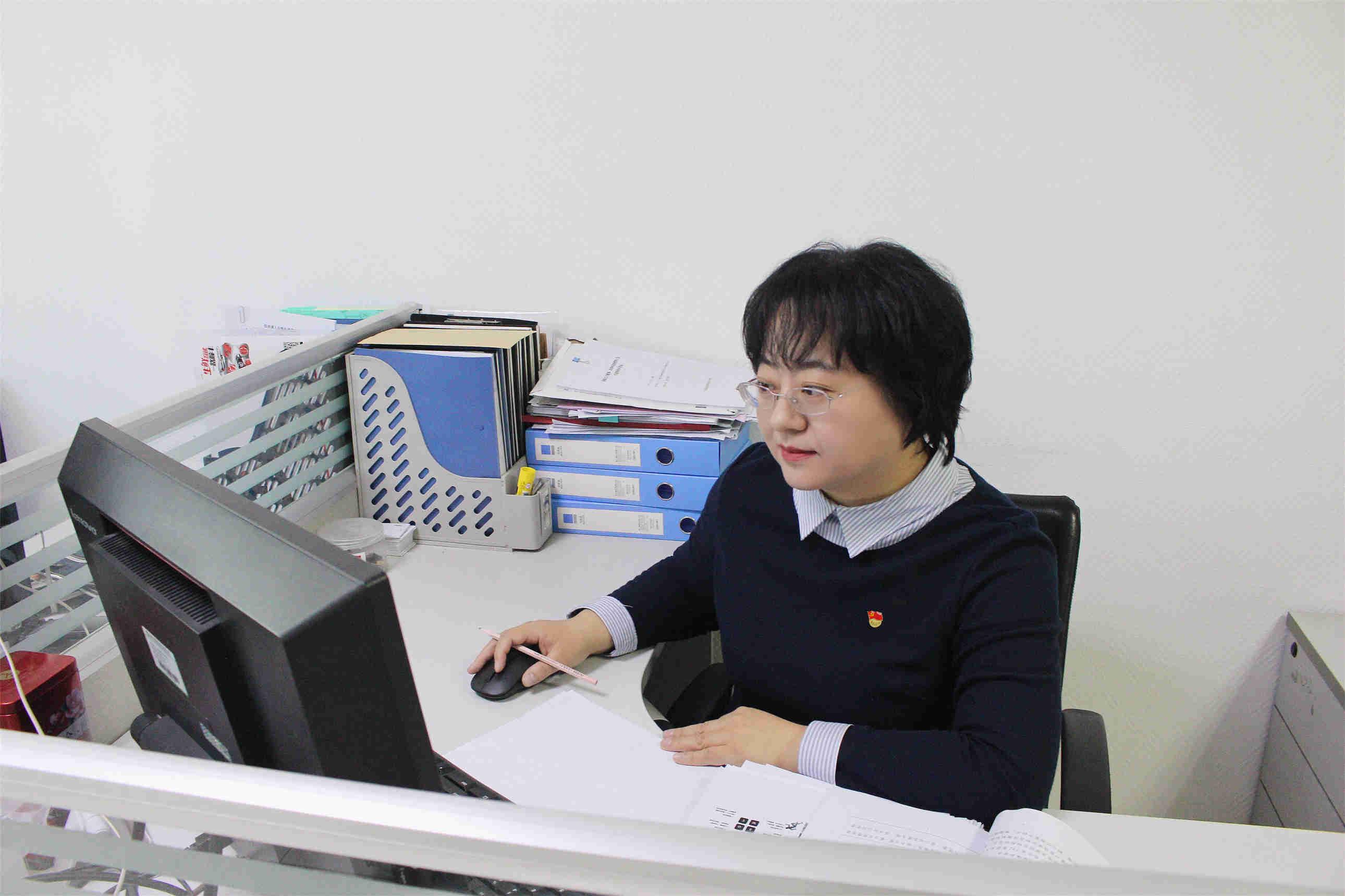 苔花如米小,也学牡丹开 ――记中国人寿寿险山西省分公司优秀党务工作者侯莉