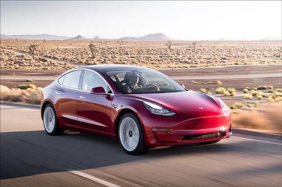 新浪美股讯 北京时间6日消息,特斯拉当地时间周二晚更新了Model 3在线定制页面,将所有版本的价格降低了1100美元。